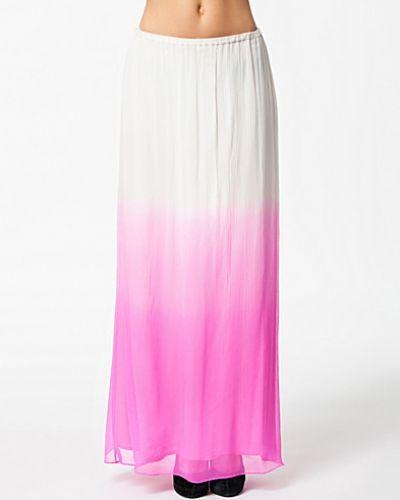 Till kvinna från By Malene Birger, en rosa maxikjol.