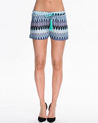 Till dam från NLY Trend, en blå shorts.