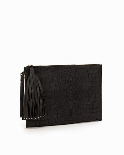 Till tjejer från New Look, en svart kuvertväska.
