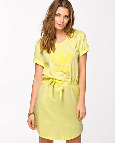 Till dam från Adidas Originals, en klänning.