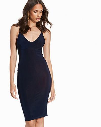 The New It Dress Club L Essentials fodralklänning till dam.