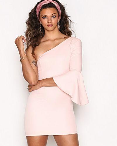 Rosa långärmad klänning från Ginger Fizz till dam.