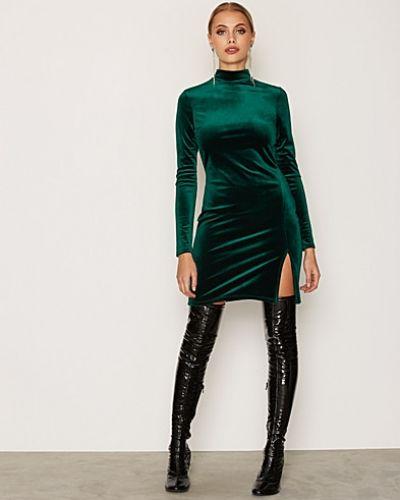Långärmad klänning Thigh Slit Velvet Dress från NLY One
