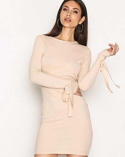 Tie Rib Dress NLY Trend fodralklänning till dam.