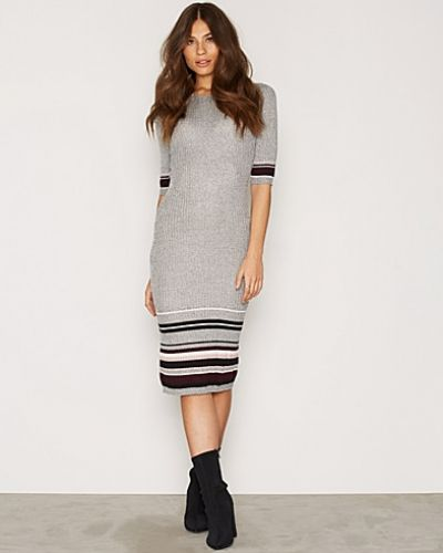 Tipped 1/2 Sleeve Dress New Look klänning till dam.