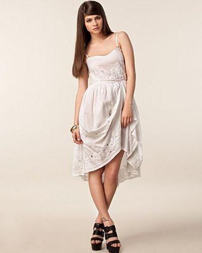 Till tjejer från One Teaspoon, en vit studentklänning.