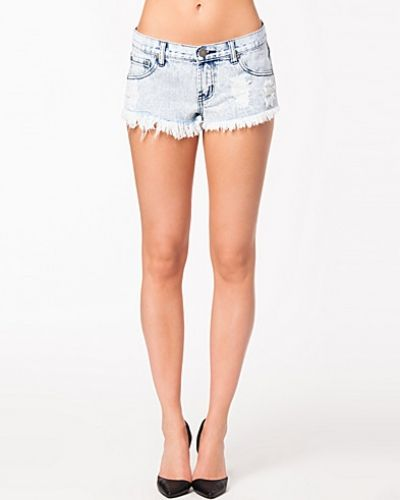 Till tjejer från Glamorous, en jeansshorts.