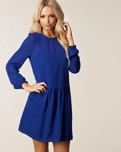 Till dam från Custommade, en blå klänning.