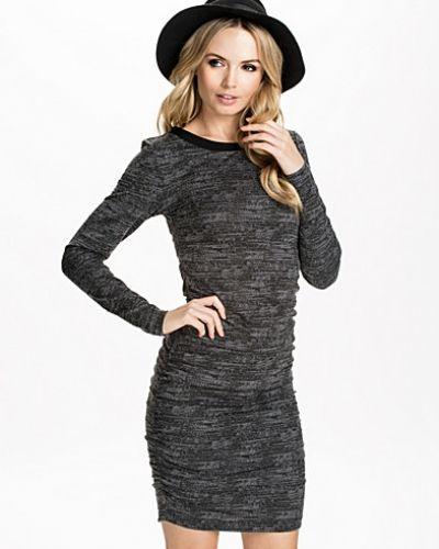 Trina Dress Selected Femme långärmad klänning till dam.