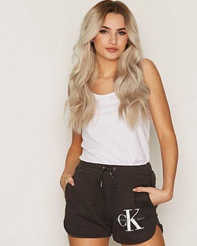 Calvin Klein Jeans jeansshorts till tjejer.