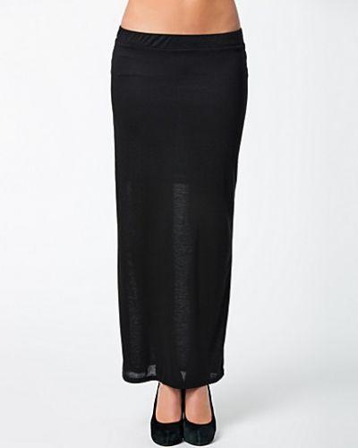 Till kvinna från Saint Tropez, en svart maxikjol.