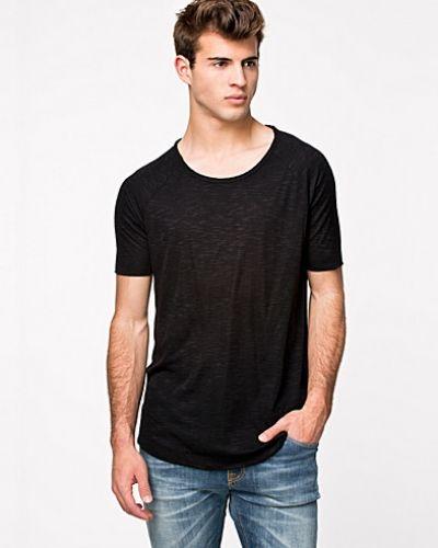 a28454e8d7c1 Svart t-shirts från Tiger of Sweden Jeans till herr.
