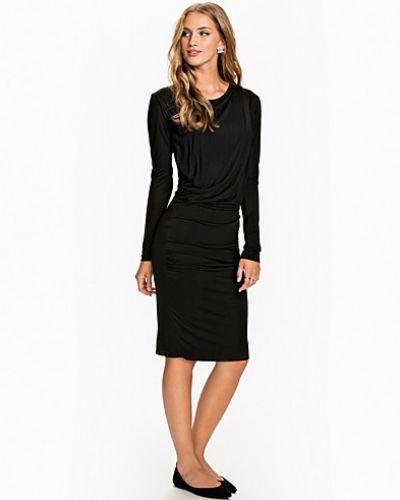 Till dam från Dagmar, en svart klänning.