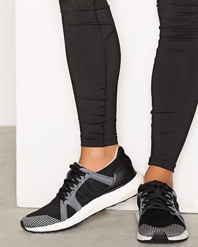 Till dam från Adidas by Stella McCartney, en silver löparsko.