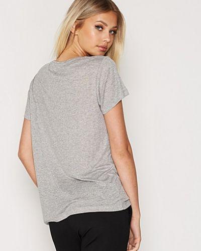 Grå t-shirts från Dagmar till dam.