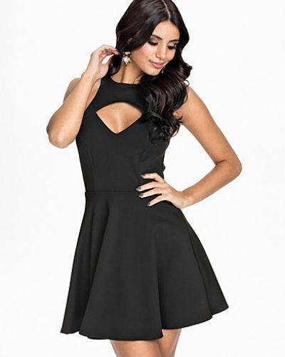 9347eaa4b204 Oneness - V Bust Skater Dress. Klänning V Bust Skater Dress från Oneness