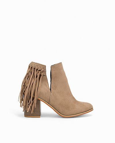 Till dam från Nly Shoes, en känga.