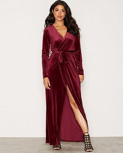 Till dam från Glamorous, en maxiklänning.