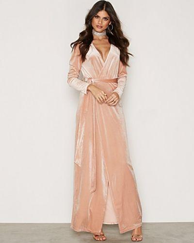 V-front Velvet Dress från Glamorous