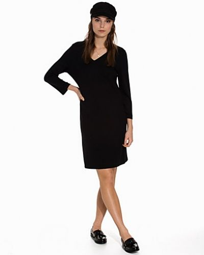 Till dam från Gant, en svart jerseyklänning.