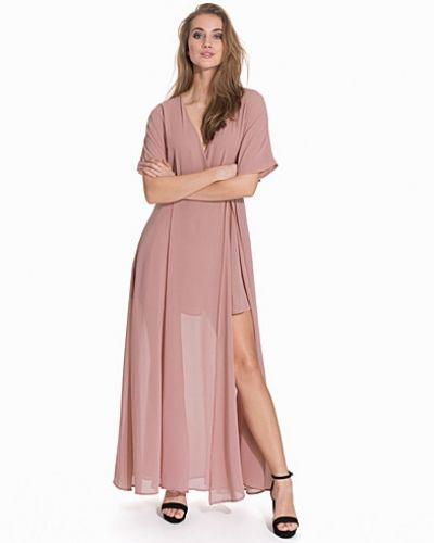 Maxiklänning från Glamorous till dam.