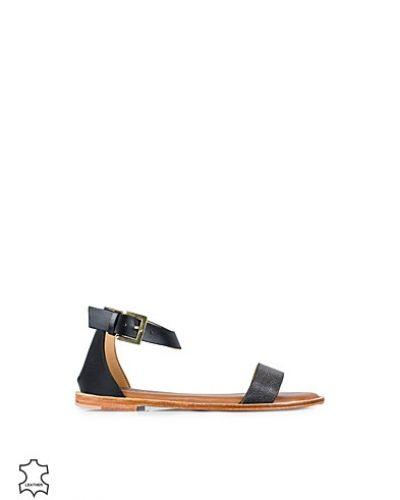 Svart sandal från Selected Femme till dam.