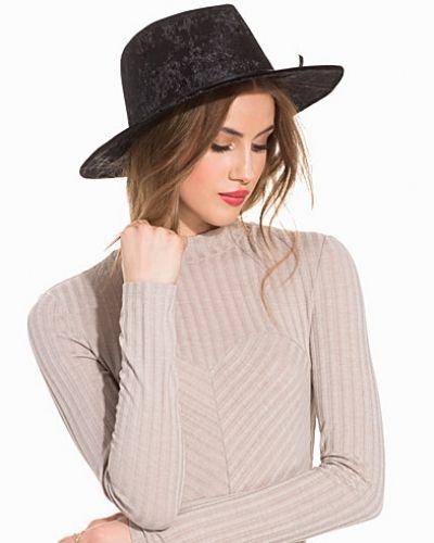 Velvet Hat NLY Accessories huvudbonad till dam.