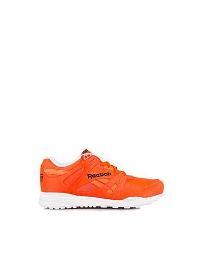 Reebok Classics sneakers till dam.