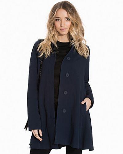 Till dam från VILA, en blå kappa.