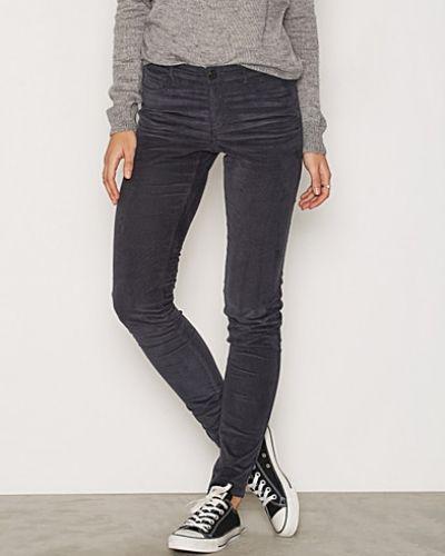 Blå slim fit jeans från VILA till dam.