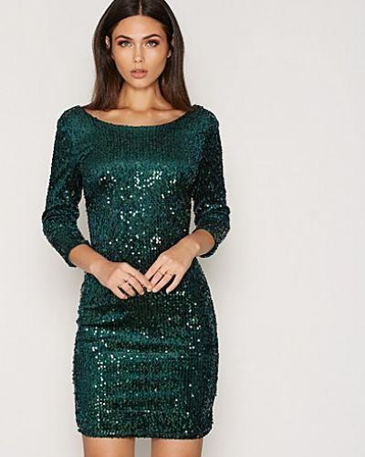 Till dam från VILA, en turkos långärmad klänning.