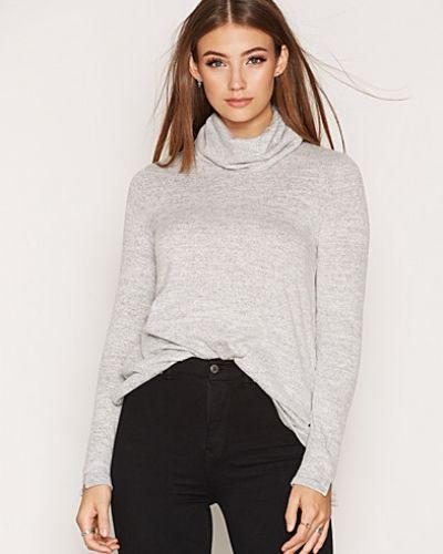 Till dam från VILA, en grå stickade tröja.