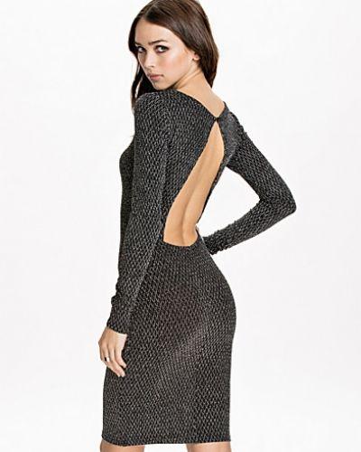 Vilda Vikka Dress mbyM långärmad klänning till dam.