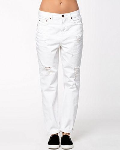 Till dam från Selected Femme, en vit baggy jeans.