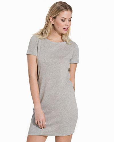 VITINNY NEW S/S DRESS VILA klänning till dam.