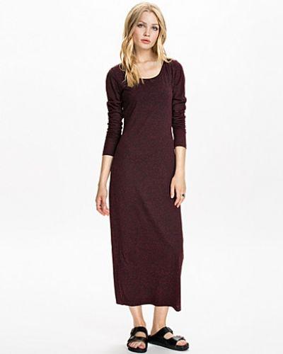 Till dam från VILA, en långärmad klänning.