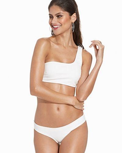 Till tjejer från Vero Moda, en vit bikinitrosa.