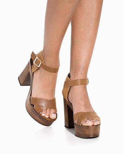 Till dam från Vero Moda, en brun sandal.