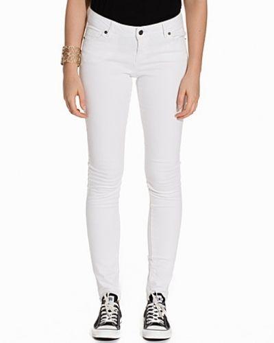 Till dam från Vero Moda, en vit slim fit jeans.