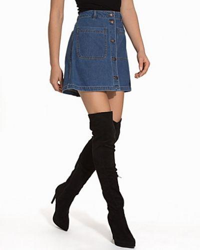 Till tjejer från Vero Moda, en blå jeanskjol.