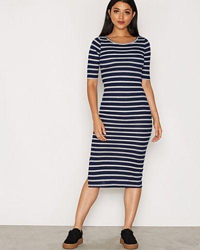 Vero Moda klänning till dam.