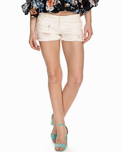 Till tjejer från Vero Moda, en vit jeansshorts.