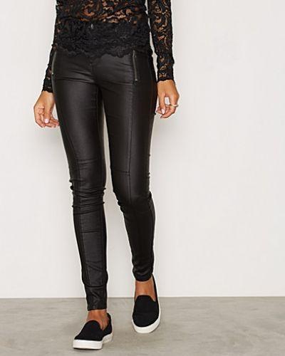 Till dam från Vero Moda, en svart byxa.