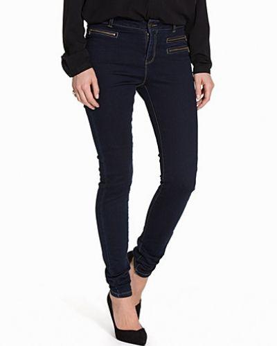 VMSEVEN NW SLIM 3ZIP JEANS DK BLUE Vero Moda slim fit jeans till dam.