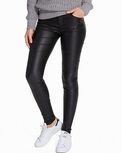 Byxa VMSEVEN NW SS SMOOTH COATED PANTS N från Vero Moda