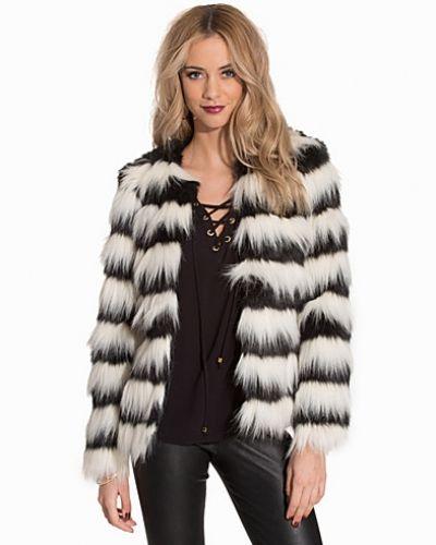billig försäljning uttag online fantastiska besparingar Till dam från Vero Moda, en vit pälsjacka.