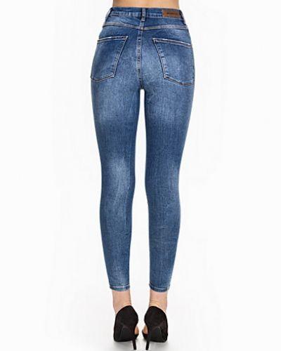 Till dam från Vero Moda, en blå slim fit jeans.