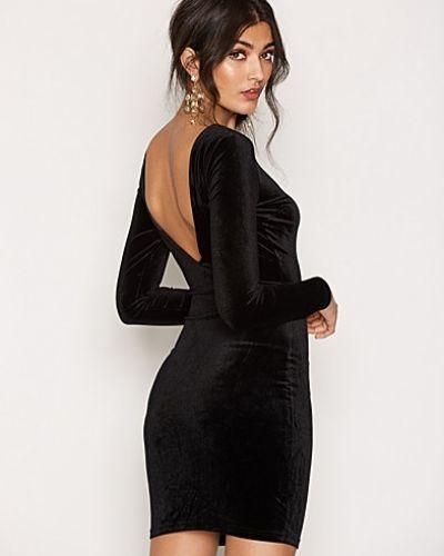 Klänning Vogi Dress från Sisters Point