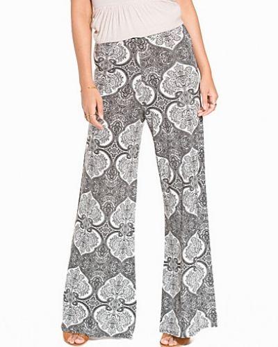 Byxa Wide Printed Pants från NLY Trend