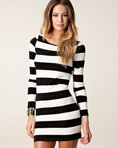 Till dam från Vero Moda, en svart långärmad klänning.
